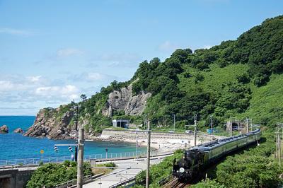 コバルトブルーの日本海