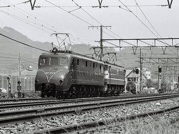 EF65に牽引されるEF55