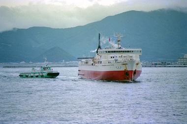 函館に入港する空知丸